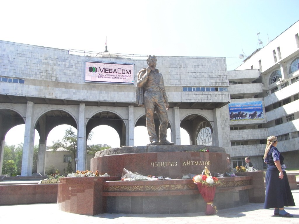 pomnik Ajtmatowa