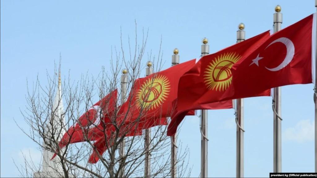 flagi Turcji i Kirgistanu